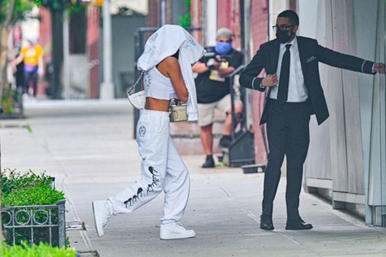 Kardashian'ı çabuk unuttu: Kanye West, ünlü modelle yakalandı - Resim: 3