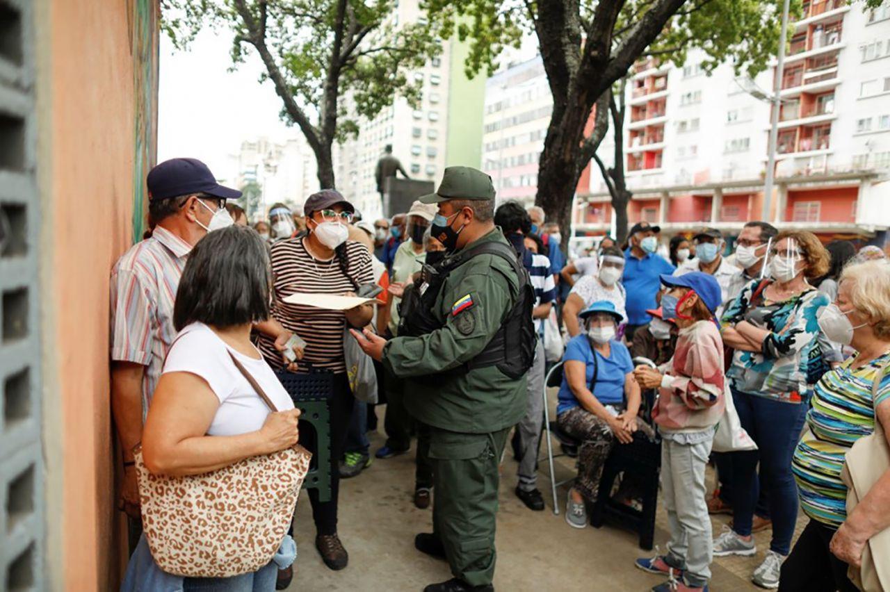 Venezuela'da 400 metrelik aşı kuyruğu - Resim: 4