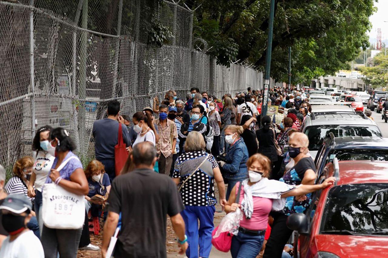Venezuela'da 400 metrelik aşı kuyruğu - Resim: 2