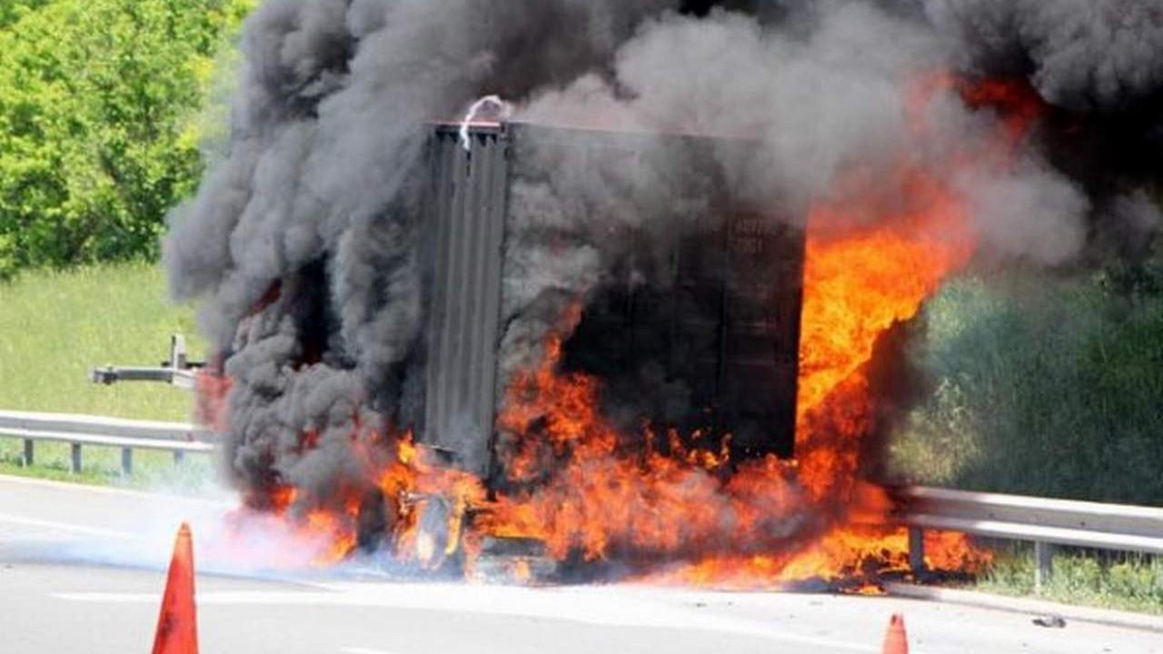 TIR, TEM'de alev alev yandı
