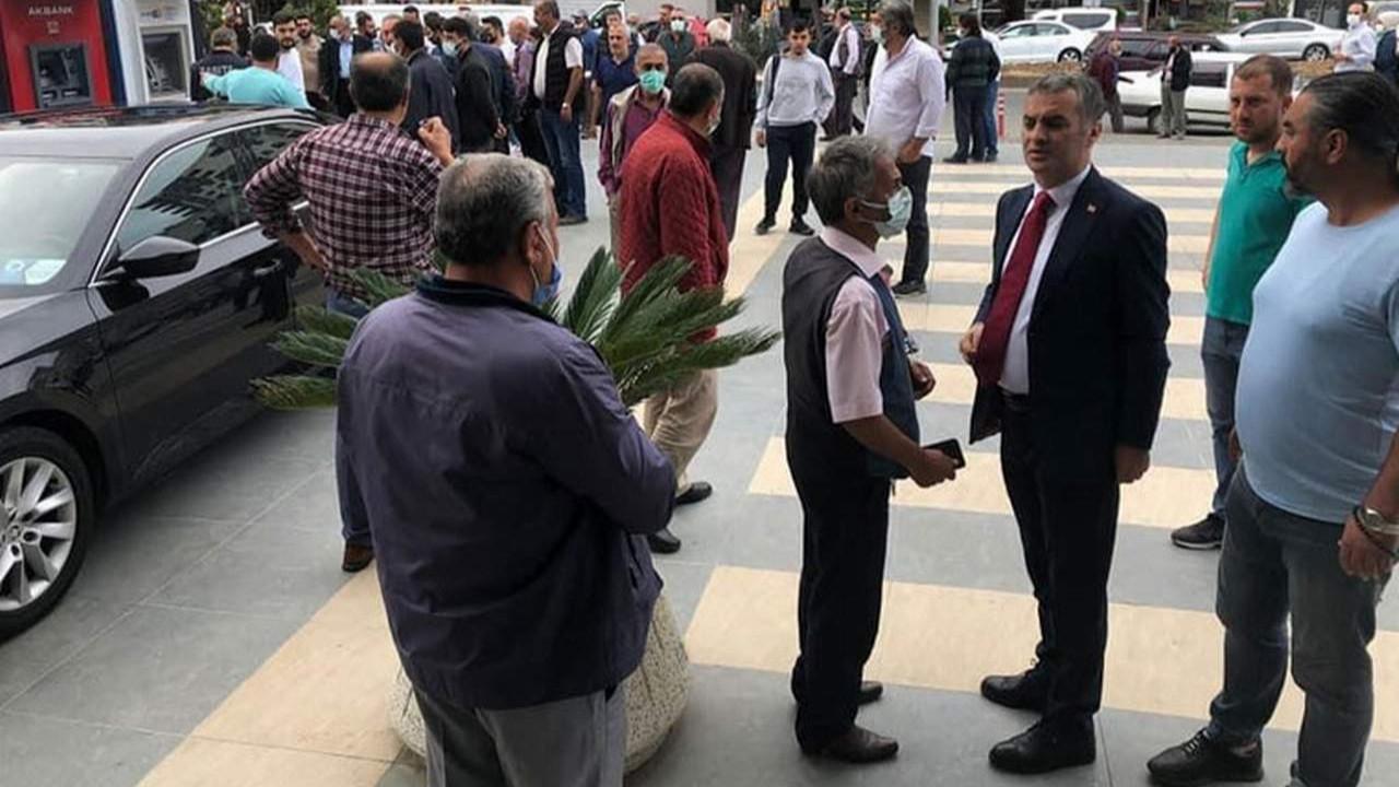 AK Parti'deki istifa krizinin ardından belediye başkanına kurşun yağdırdılar