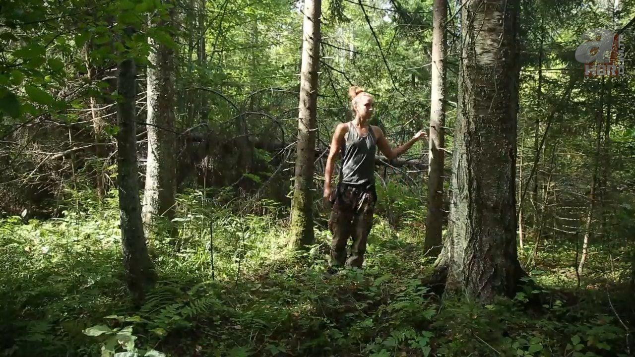 Kadın maceracı ormanda streçten öyle bir şey yaptı ki - Resim: 2