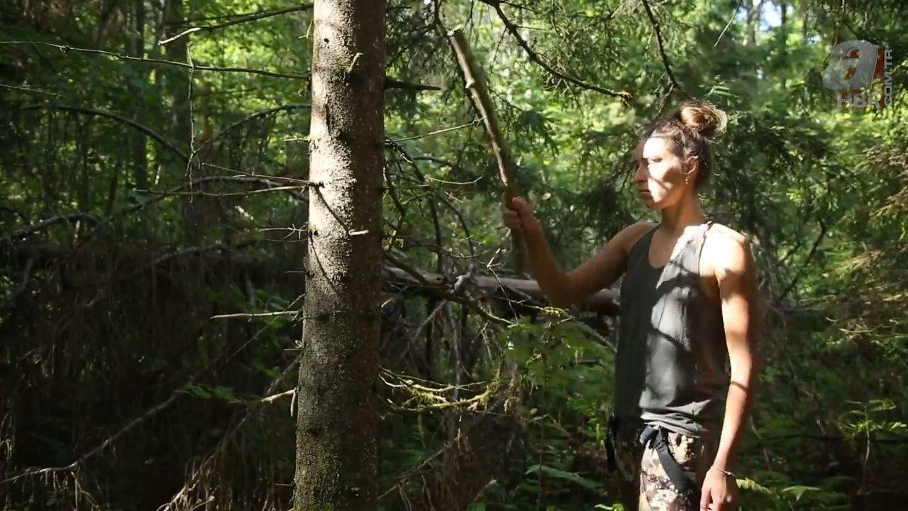 Kadın maceracı ormanda streçten öyle bir şey yaptı ki - Resim: 4