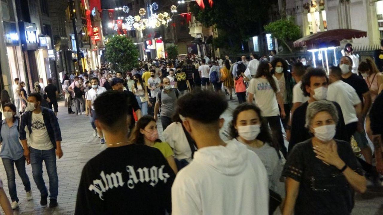 İstanbul'da ''korona virüs salgını bitti de bizim mi haberimiz yok'' dedirten görüntüler - Resim: 1