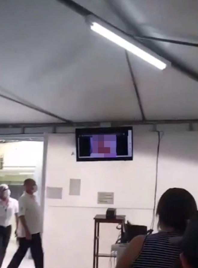 Sağlık merkezinde skandal görüntüler! Televizyonda +18'lik film yayınladılar - Resim: 2
