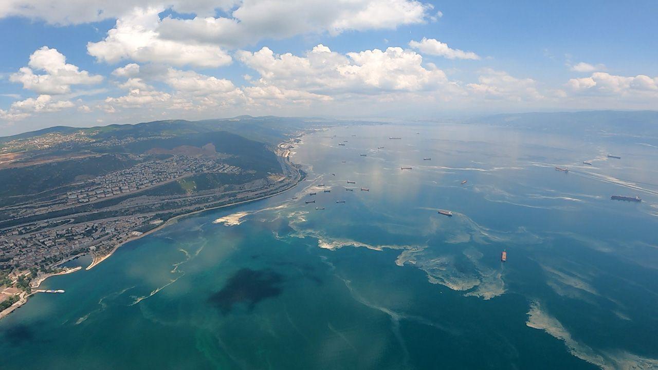 Marmara Denizi'ndeki mide bulandıran müsilaj havadan görüntülendi - Resim: 2