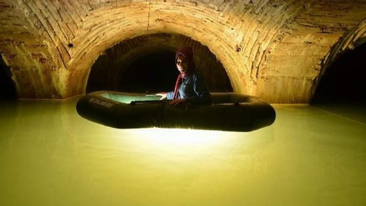 İstanbul'un sır tünellerine botla girdiler... Tarihi Yarımada'nın altında dikkat çeken keşif