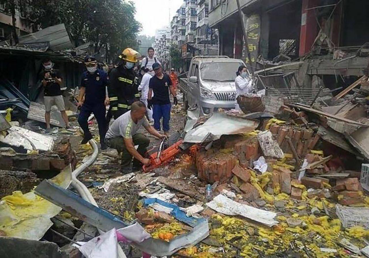 Çin'de korkunç patlama: Ortalık savaş alanına döndü! Onlarca ölü ve yaralı var - Resim: 1