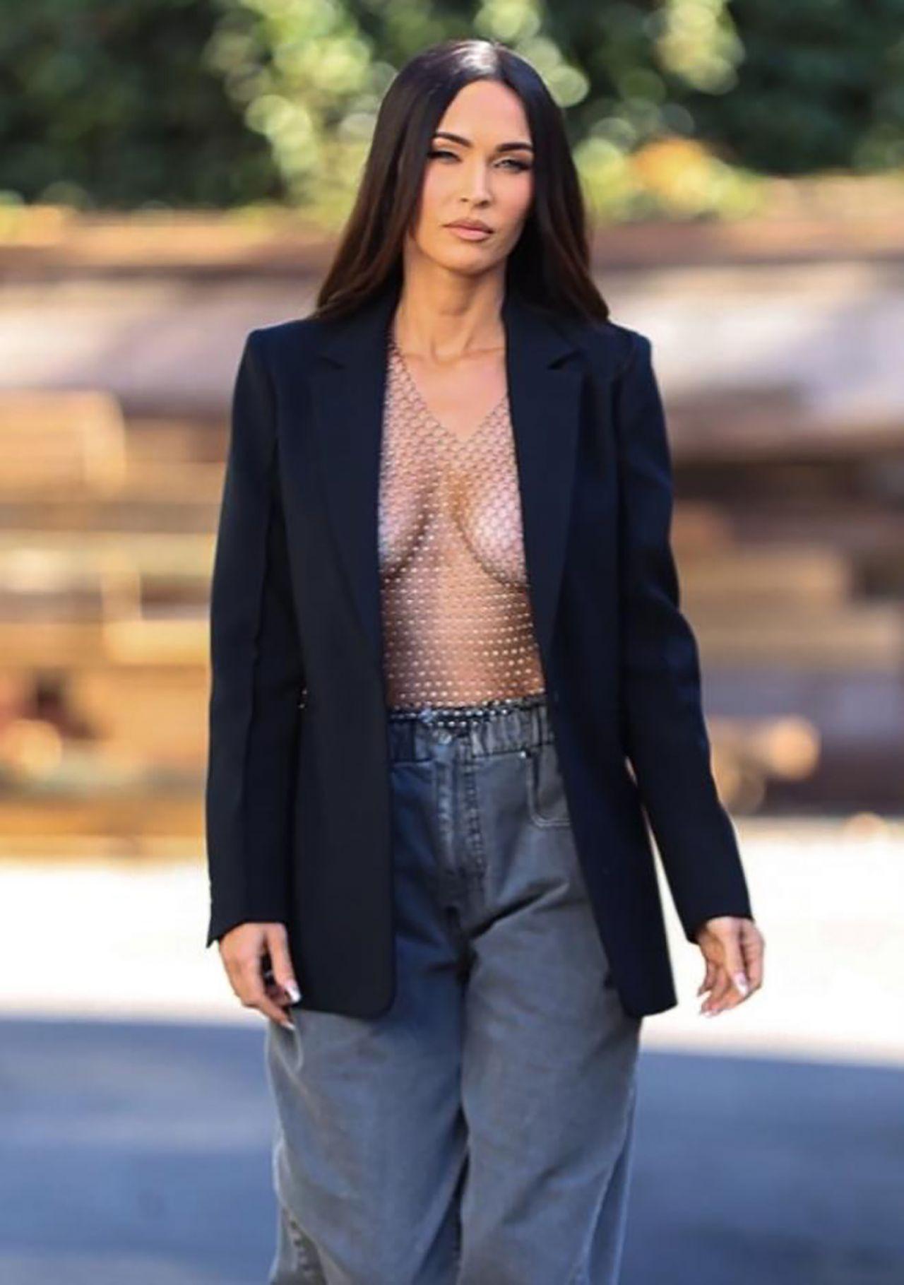Megan Fox, akıllara durgunluk veren bir kıyafetle sokağa çıktı! - Resim: 4