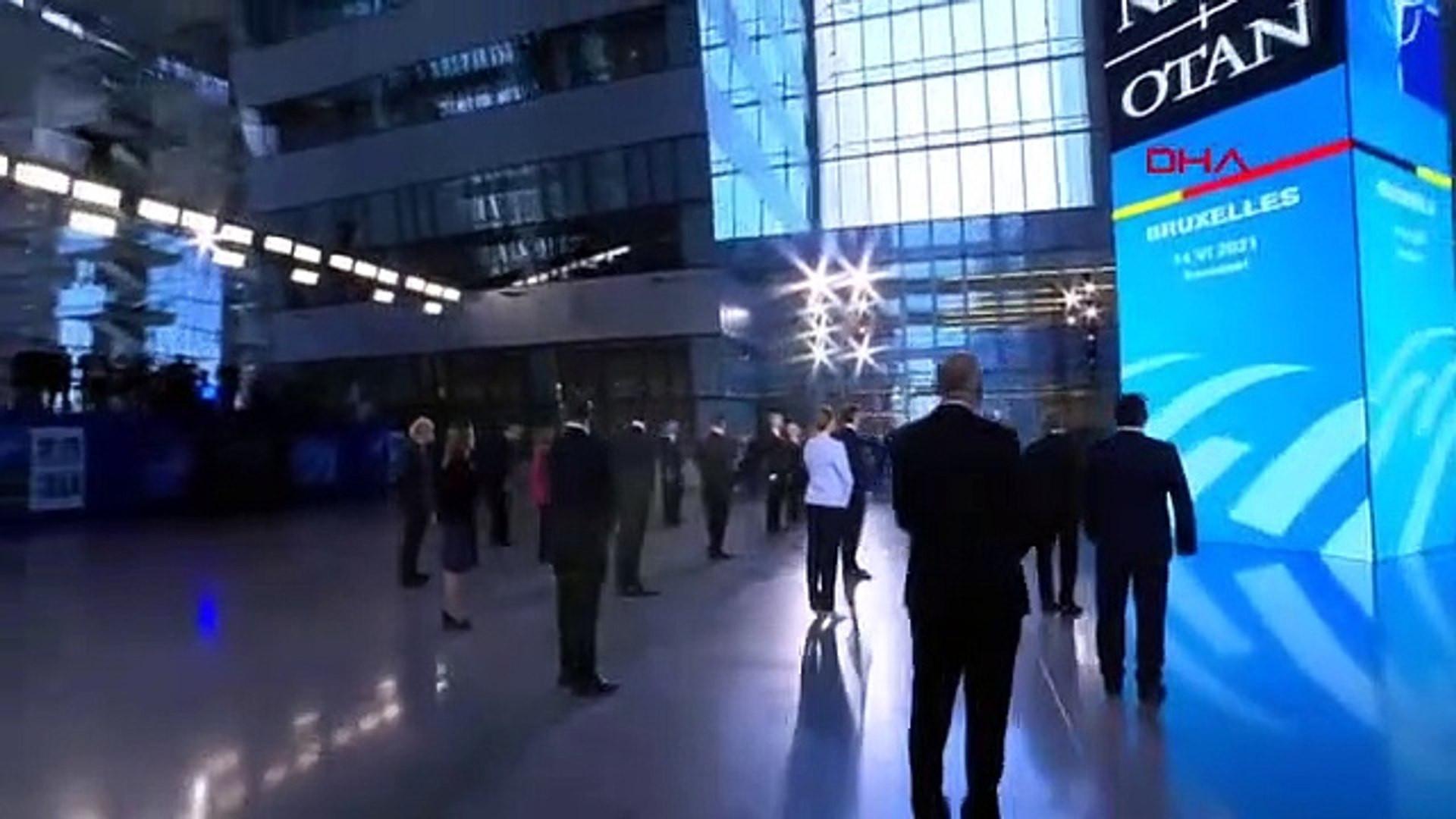 NATO'da liderlerden sosyal mesafeli aile fotoğrafı