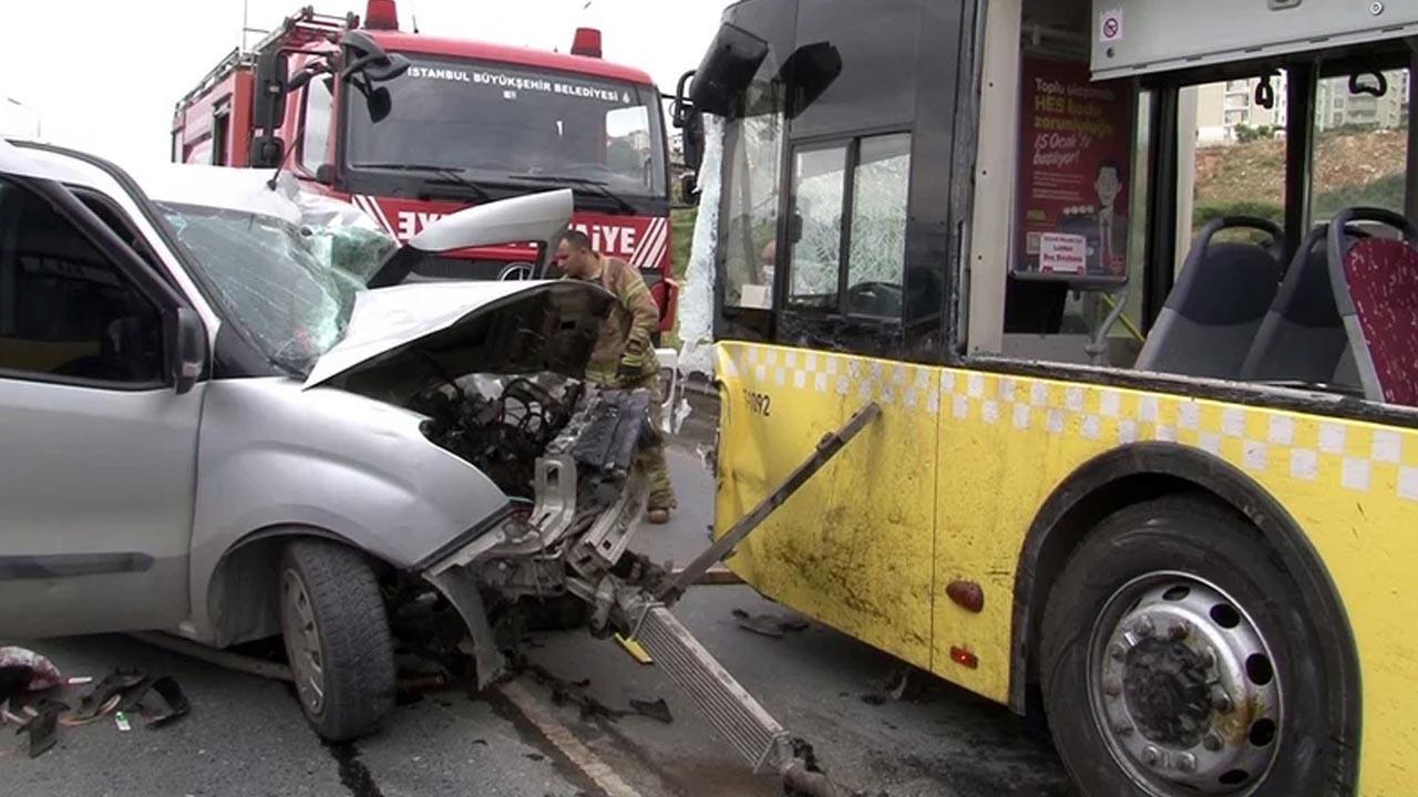 İETT otobüsü ile otomobil çarpıştı: 1 ölü, 1 yaralı