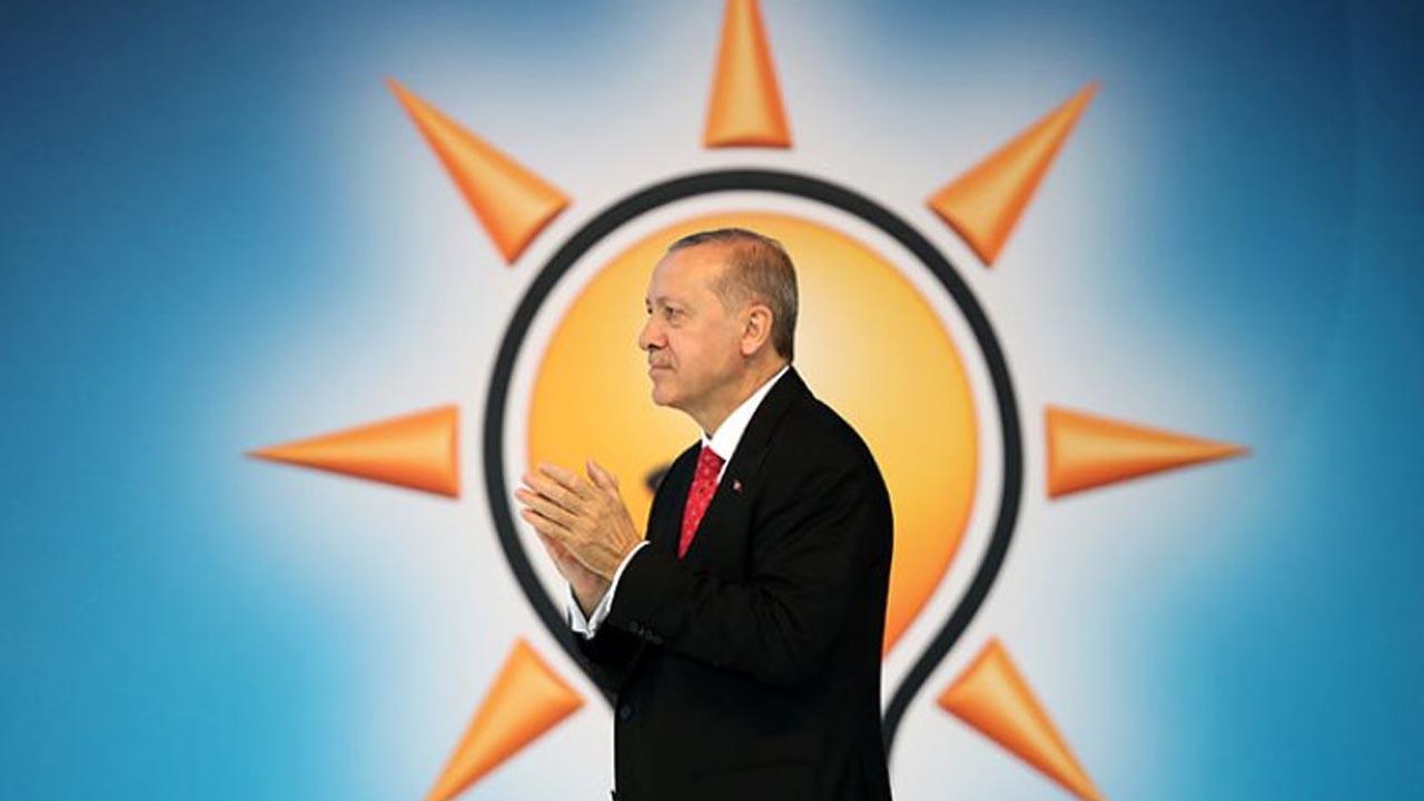 Sedat Peker'in videoları AK Parti'yi karıştırdı: Erdoğan'dan sonrası konuşuluyor