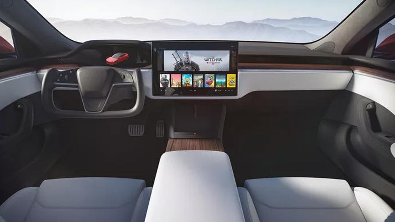Tesla Model S Plaid için direksiyon şikayeti