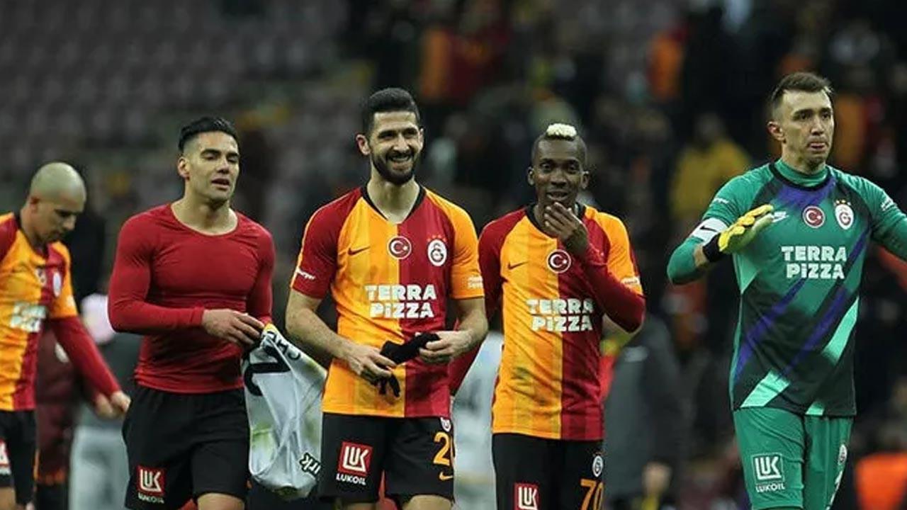 Galatasaray'a büyük şok: Radamel Falcao koronavirüse yakalandı