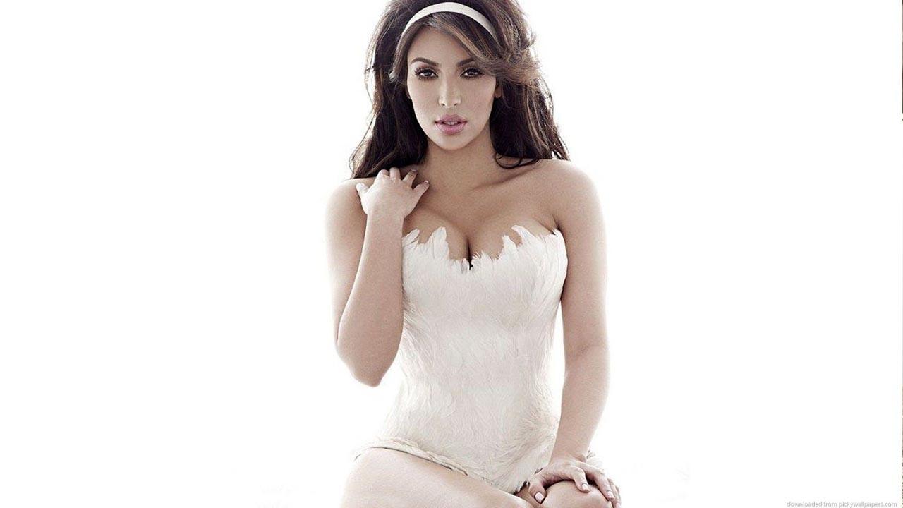 Kim Kardashian ten rengi bikinisiyle kasıp kavurdu