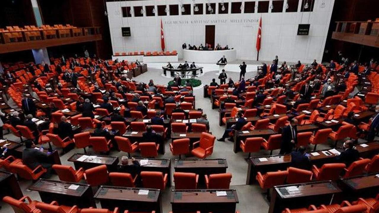 AK Partili vekilden Meclis'te skandal sözler: ''Havlatıyorsun!''