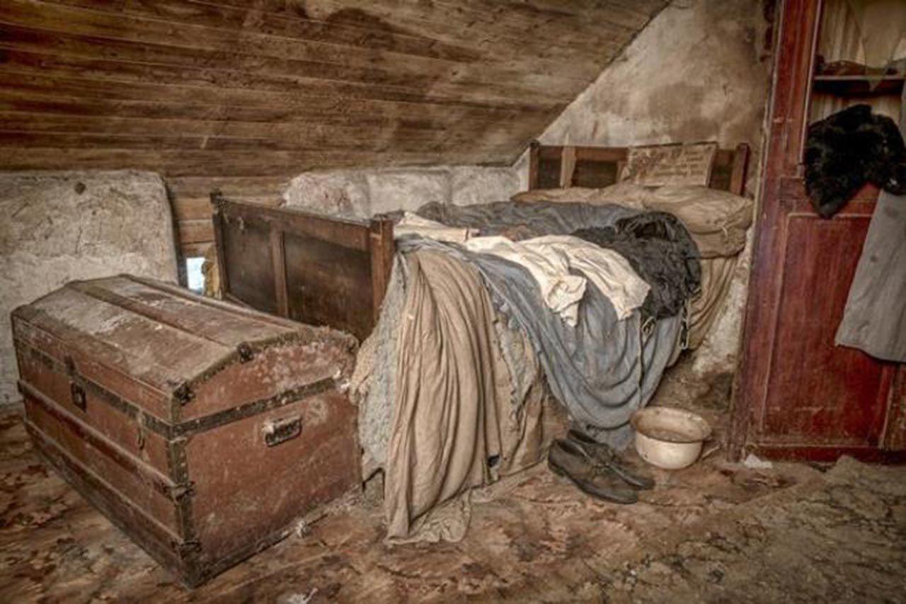 100 yıl önce terk edilen evin içinden şaşırtan fotoğraflar - Resim: 4