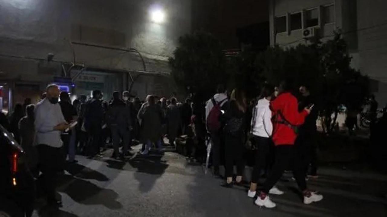 İstanbul'da gece yarısı hastanelerde aşı kuyruğu