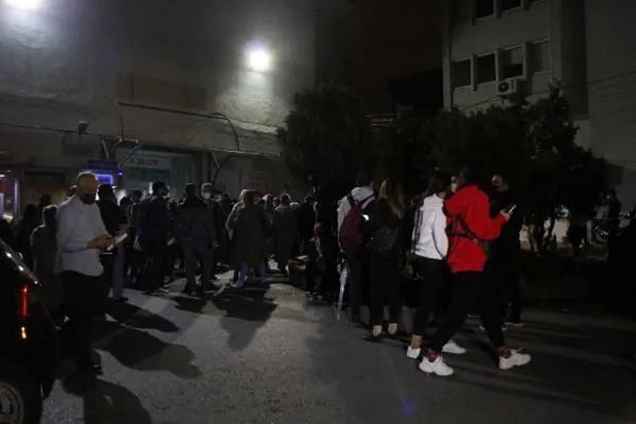 İstanbul'da gece yarısı hastanelerde aşı kuyruğu - Resim: 2