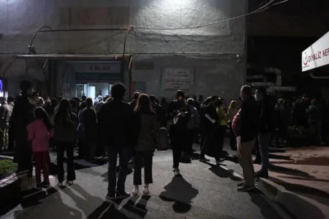 İstanbul'da gece yarısı hastanelerde aşı kuyruğu - Resim: 3