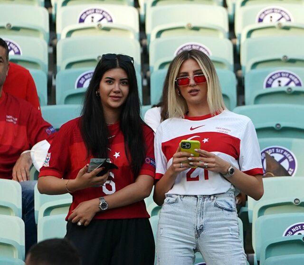 Türkiye-Galler maçında dikkat çeken pankart - Resim: 2