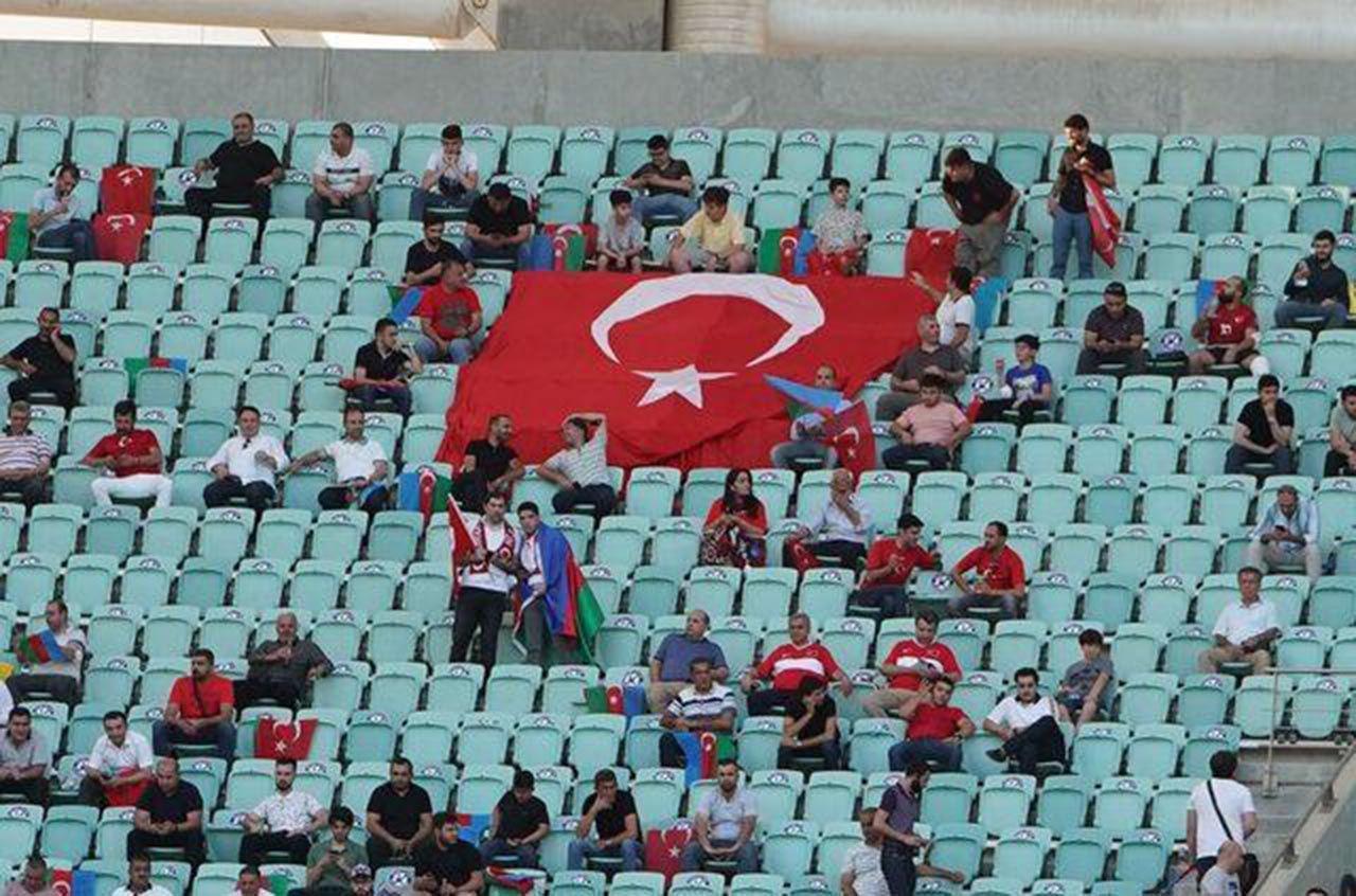 Türkiye-Galler maçında dikkat çeken pankart - Resim: 3