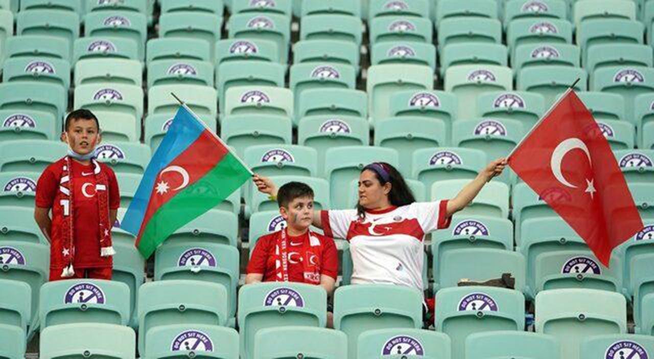 Türkiye-Galler maçında dikkat çeken pankart - Resim: 4