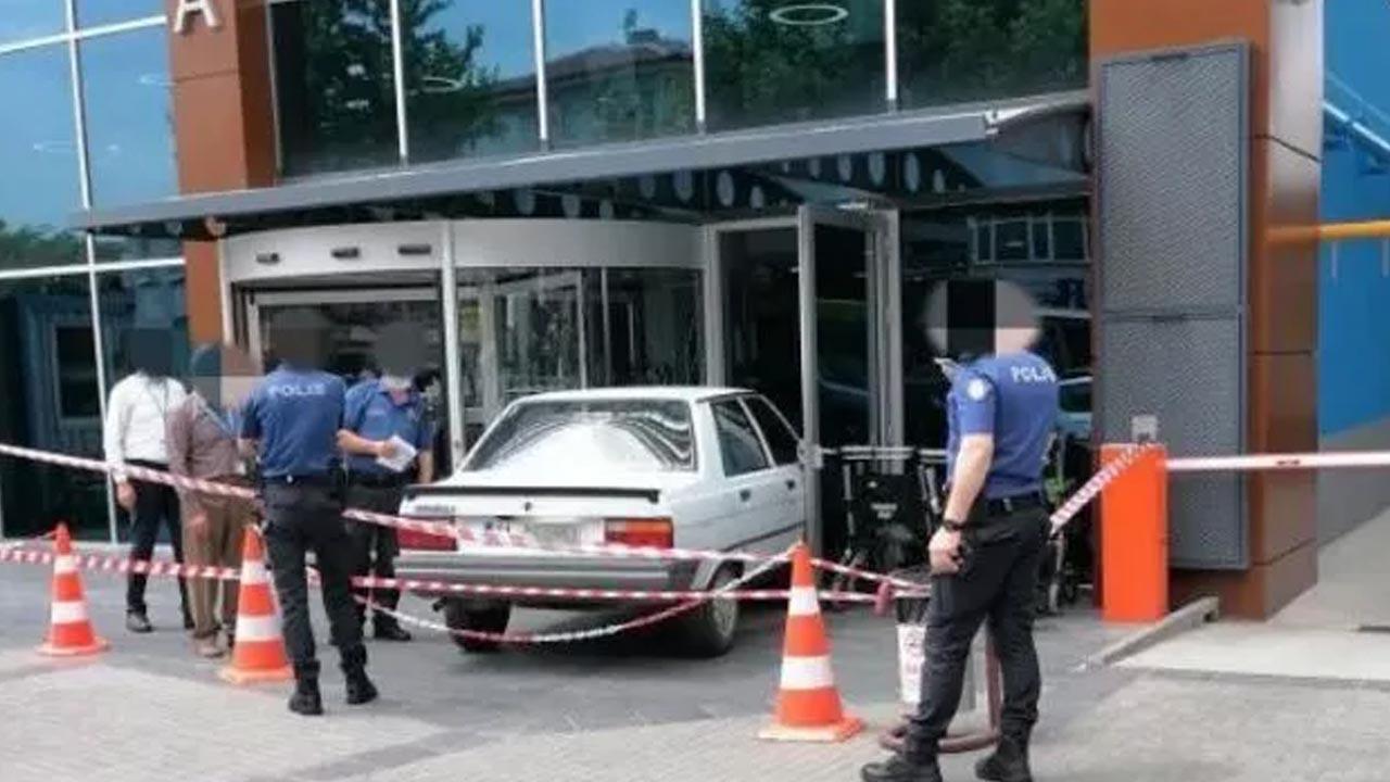 İlginç anlar: Hastaneye otomobille girmeye kalktı