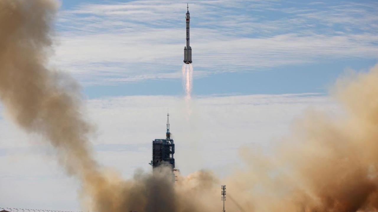 Çin 3 taykanotu uzaya gönderdi
