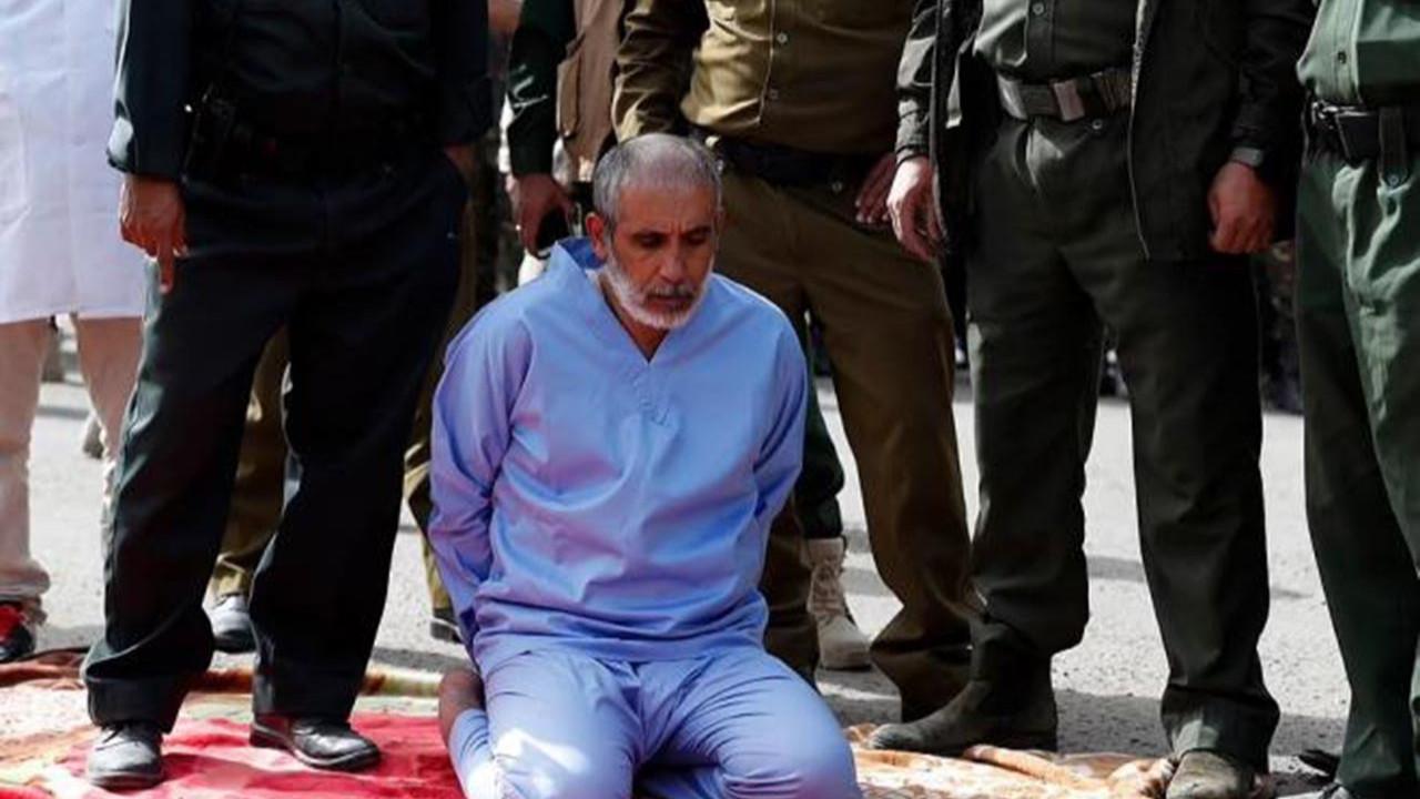 Tecavüzcü katiller herkesin gözü önünde idam edildi