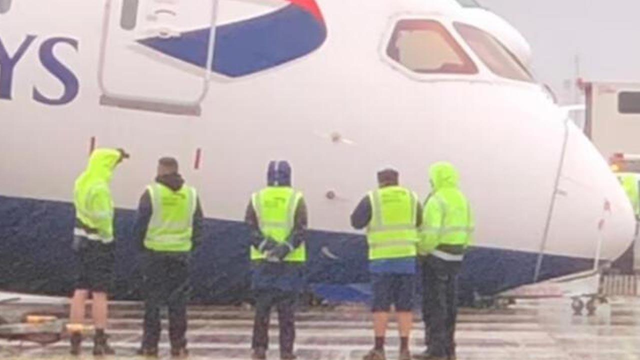 Havalimanında korkunç olay: Uçak çöktü