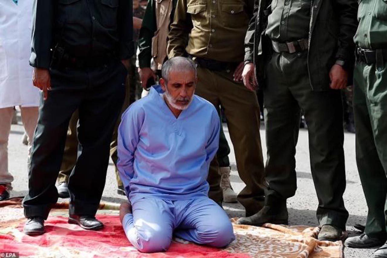 Tecavüzcü katiller herkesin gözü önünde idam edildi - Resim: 1