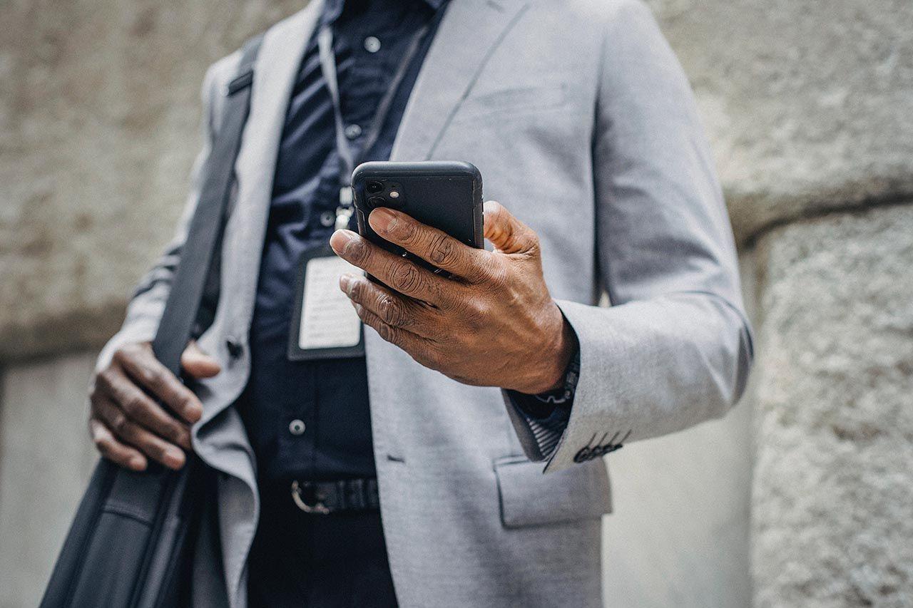 Telefonu elinden düşmeyen eşiniz ya da sevgiliniz ''Seksting'' olabilir... - Resim: 1