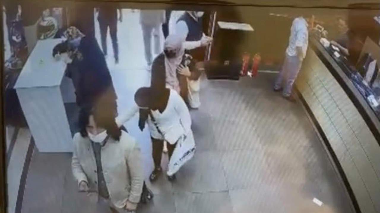 İstanbul'da turistler, turistleri soydu! İnanılmaz hırsızlık kamerada