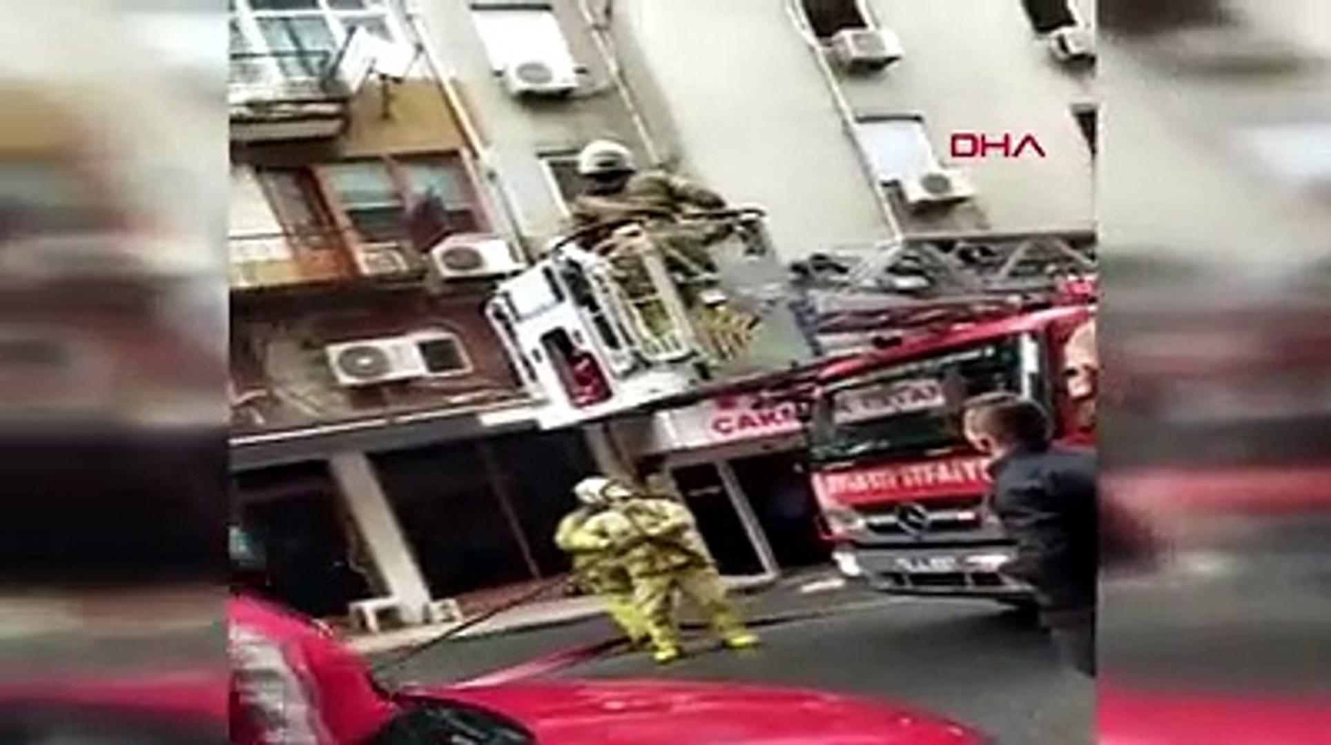 İstanbul'da balkonda can pazarı! Kurtulmak için 5. kattan atladılar