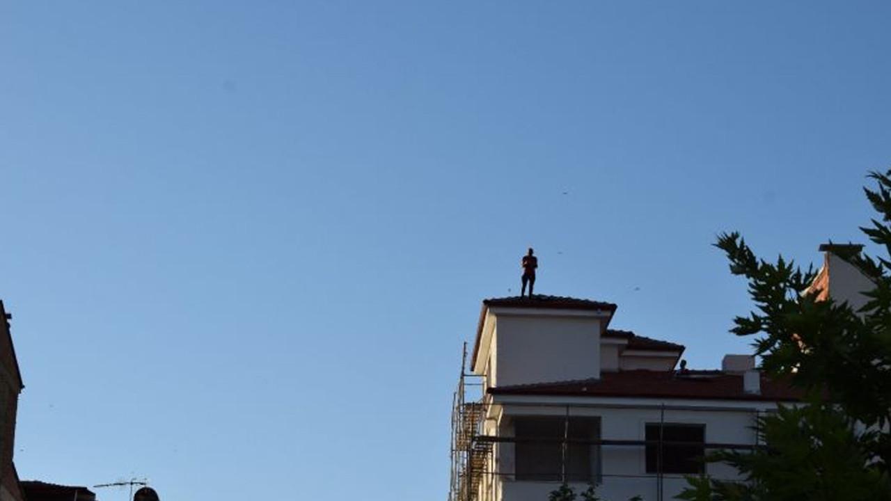 Böylesi ancak Türkiye'de olur: Çatıdan kendisi indi, arkadaşını çıkardı