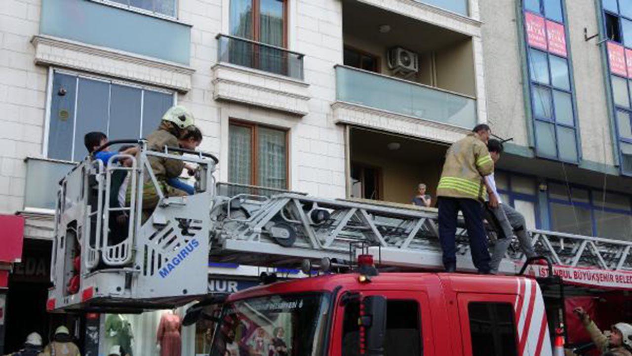 İstanbul'da 5 katlı apartmanda panik! Ağlayarak kurtulmayı beklediler - Resim: 4