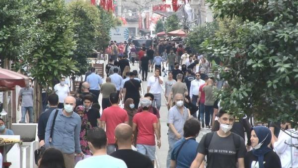 İstanbul'da ''Pazar gününü evinde geçirenler enayi mi'' dedirten görüntüler