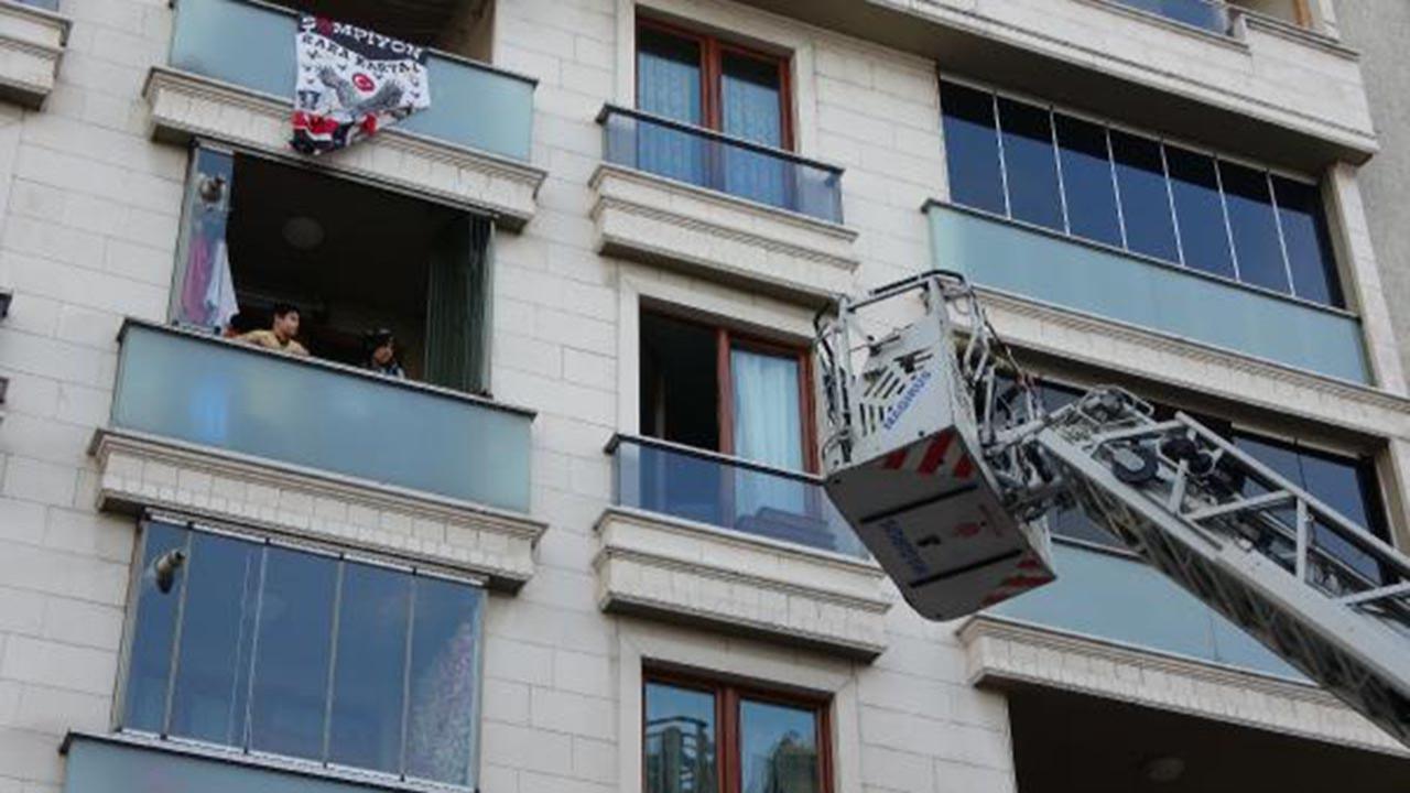 İstanbul'da 5 katlı apartmanda panik! Ağlayarak kurtulmayı beklediler