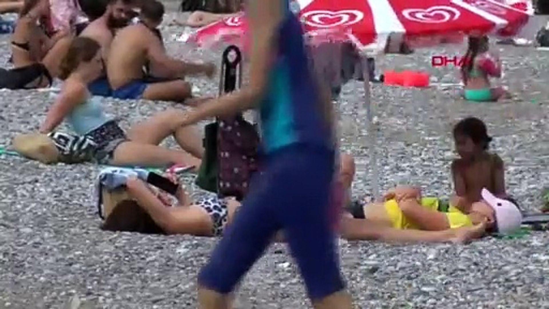 Antalya'da bulutlu hava da turistleri durduramadı