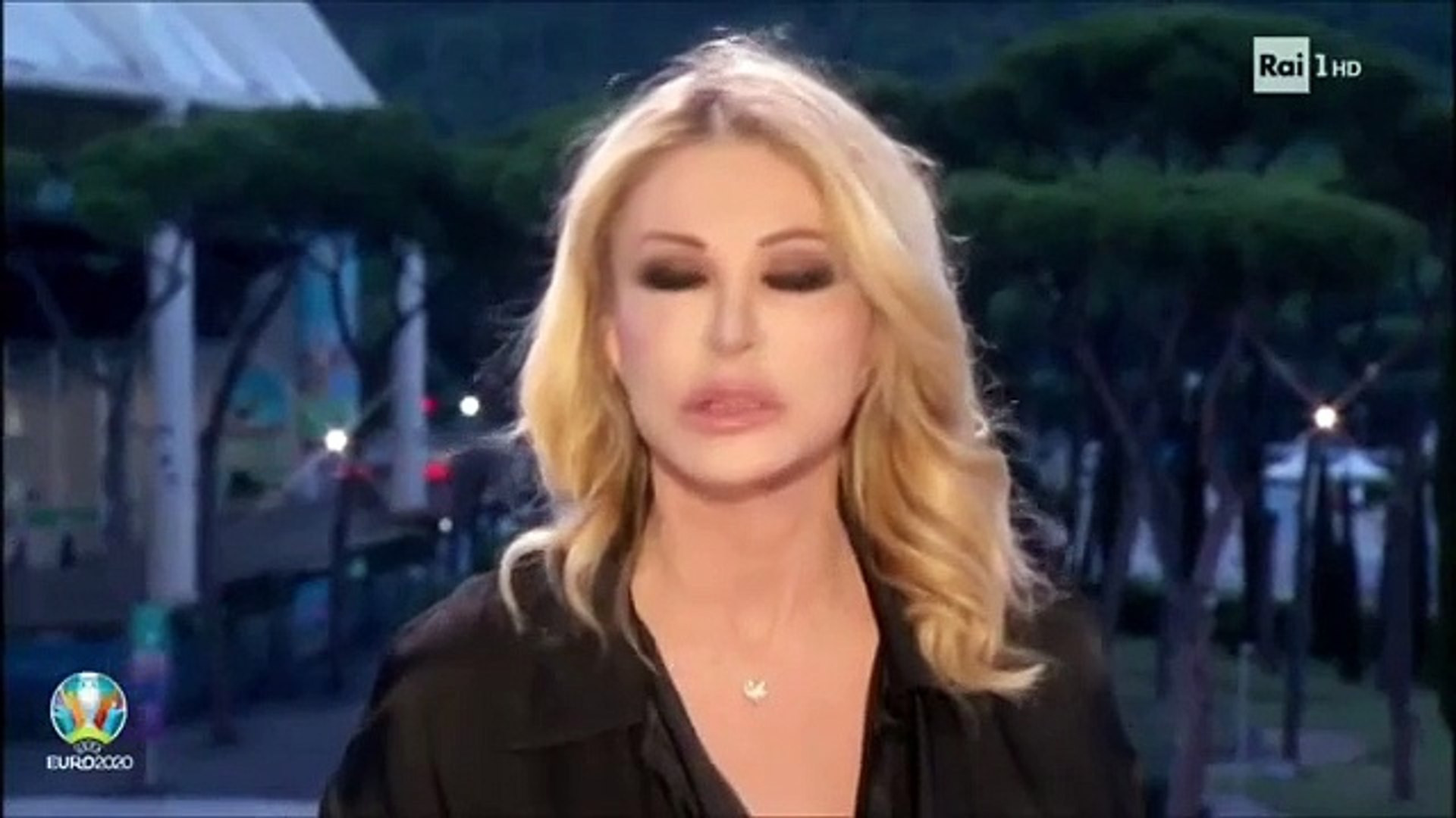 İtalyan spiker yayına iç çamaşırsız çıkınca olanlar oldu
