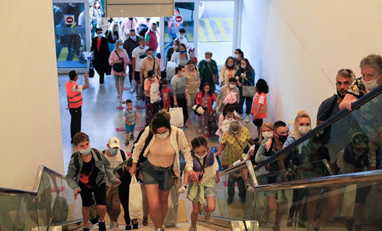 Geldiler! İlk Rus turist kafilesi Antalya'da... - Resim: 3