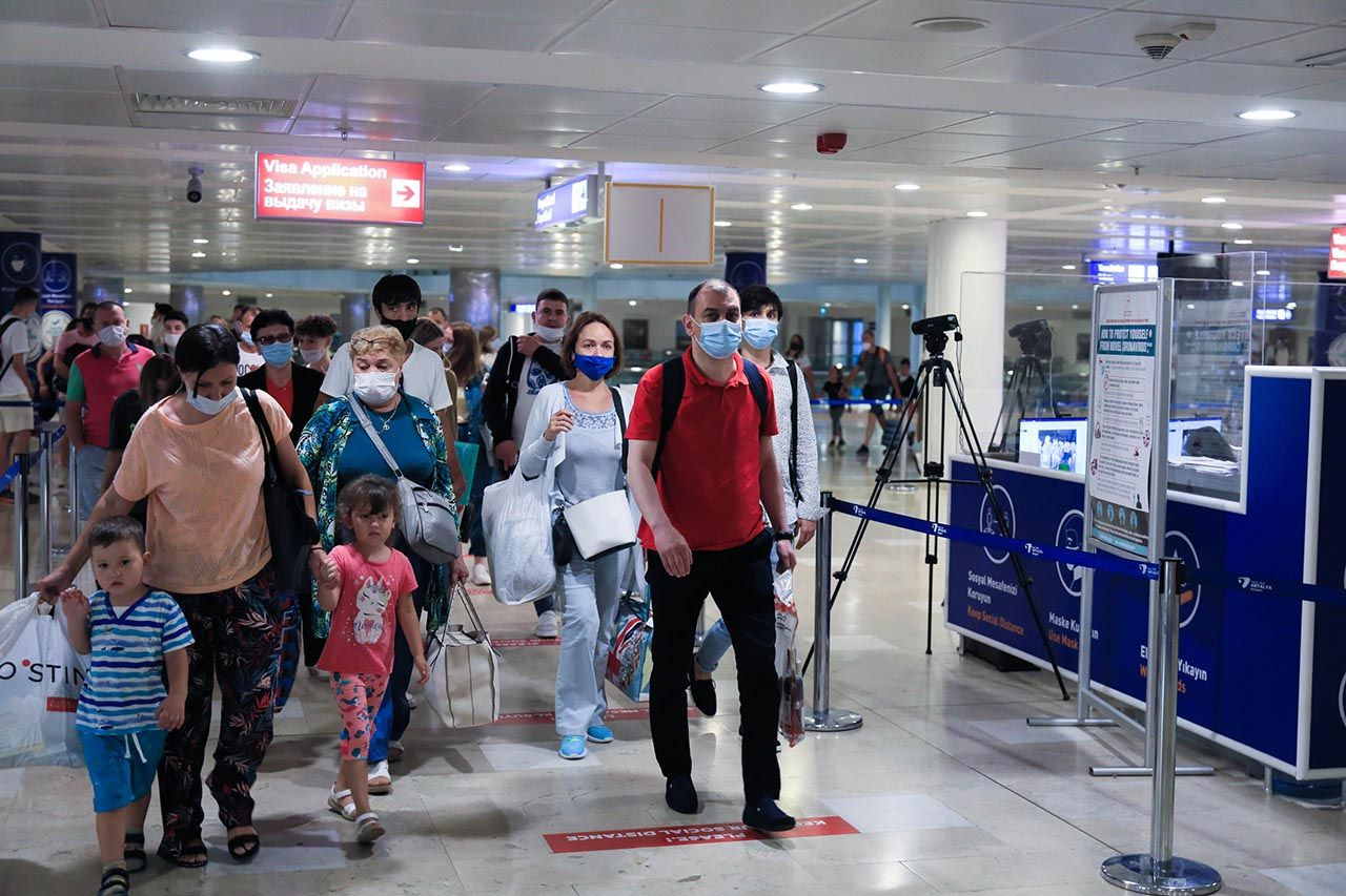 Geldiler! İlk Rus turist kafilesi Antalya'da... - Resim: 1