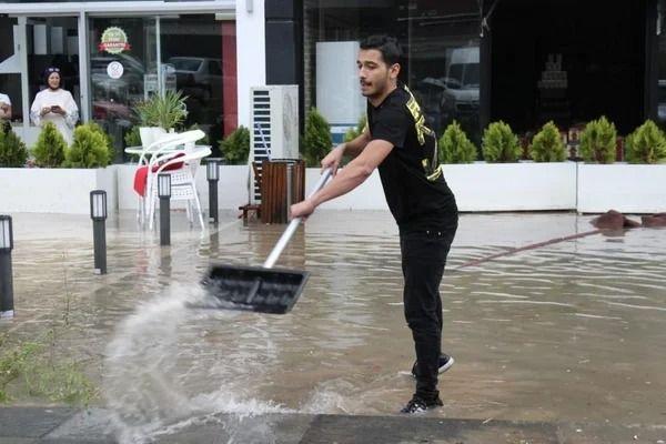 Ankara'da sağanak sonrası iş yerlerini su bastı - Resim: 4