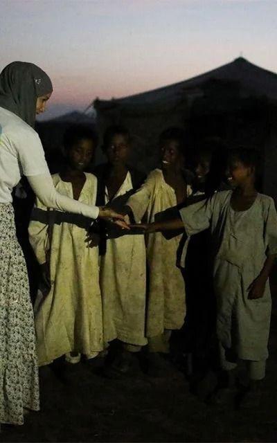 Gamze Özçelik Tanzanyalı çocukların yardımına koştu - Resim: 2