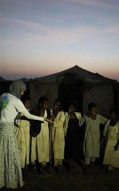 Gamze Özçelik Tanzanyalı çocukların yardımına koştu - Resim: 1