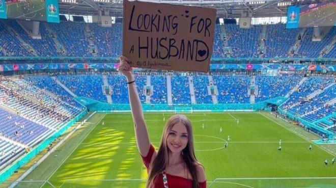 EURO 2020'de Rus taraftar açtığı pankartla dikkat çekti - Resim: 3
