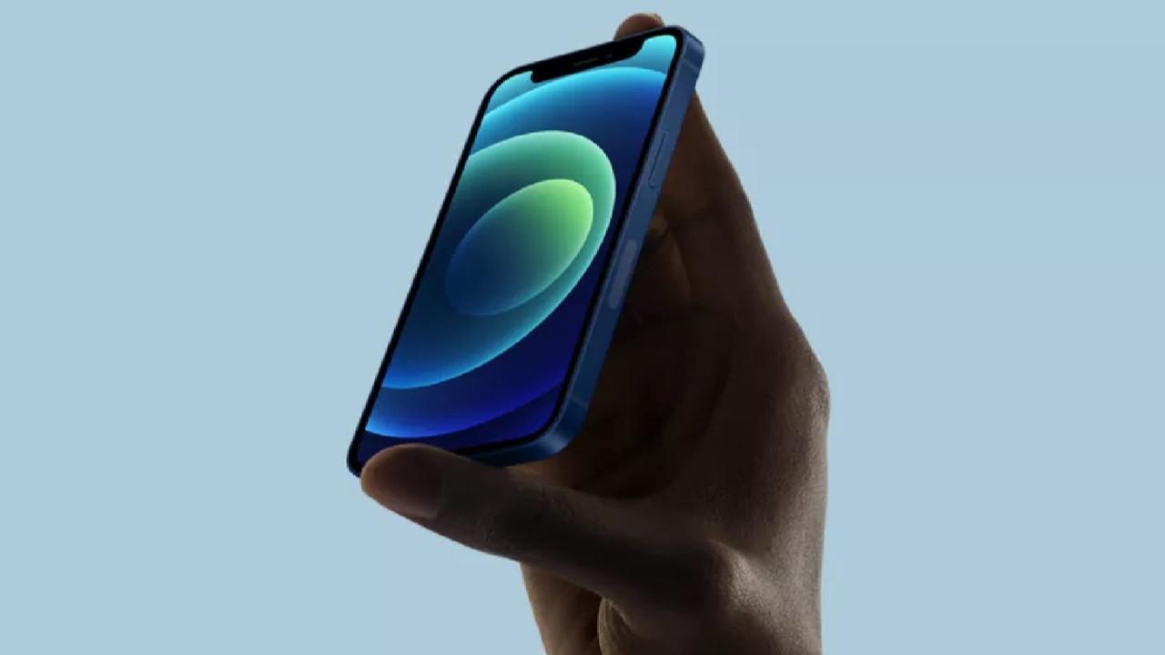 Apple'dan iPhone'un o modelinin fişini çekti