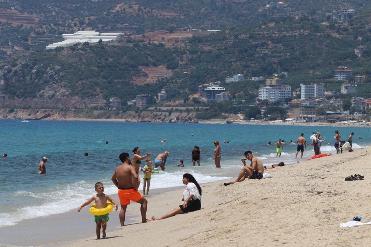 Antalya sahilleri eski günlerine döndü - Resim: 4