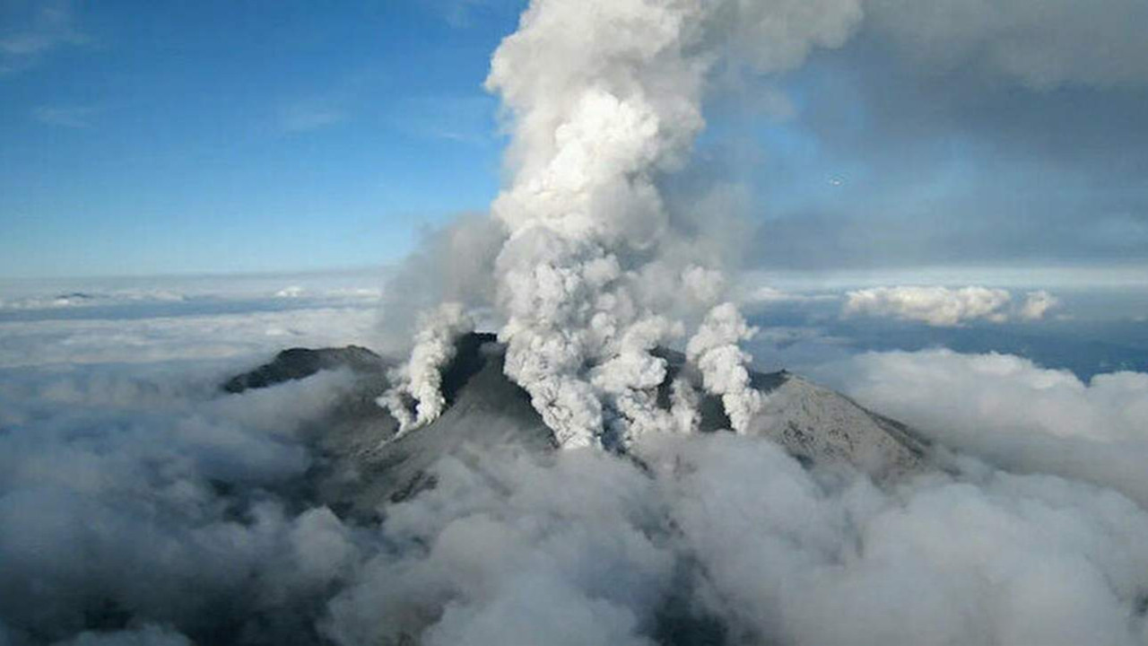 Otake Yanardağı faaliyete geçti! Büyük patlama